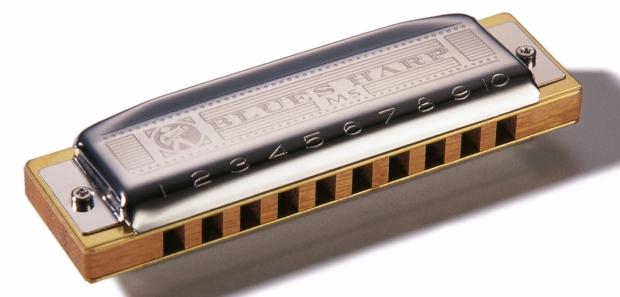 Die Hohner Blues Harp: die günstigste Harmonika mit Holz und Schrauben